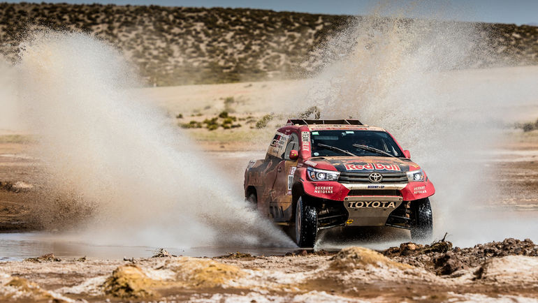 Toyota Hilux T1 Нассера Аль-Аттия.
