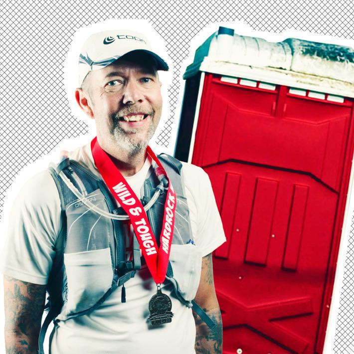 Келли Эгню после прохождения круга прятался в кабинке биотуалета на несколько минут. Фото thecut.com