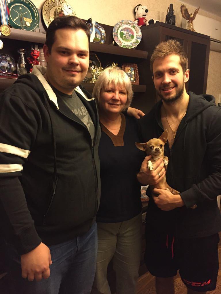 Светлана КУЧЕРОВА и два ее сына - Денис и Никита - в домашней обстановке. Фото из архива семьи Кучеровых