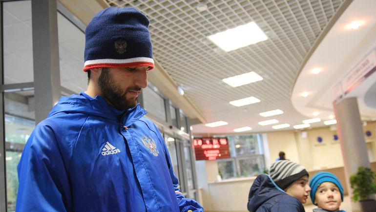 Футболист Спартака Джикия отделался замечанием затающих шоколадок