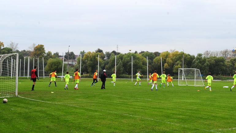 Тренировочная площадка в Бронницах. Здесь будет работать сборная Аргентины с Лионелем Месси. Фото Никита УСПЕНСКИЙ