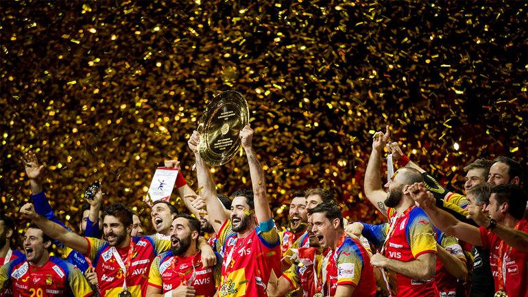 Чемпионский подиум для испанцев. Фото cro2018.ehf-euro.com