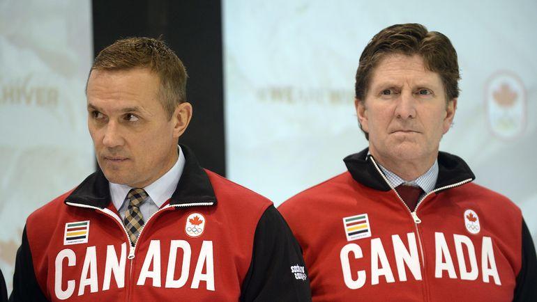 2014 год. Сочи. Генменджер сборной Канады Стив АЙЗЕРМАН (слева) и главный тренер Майк БЭБКОК. Фото REUTERS