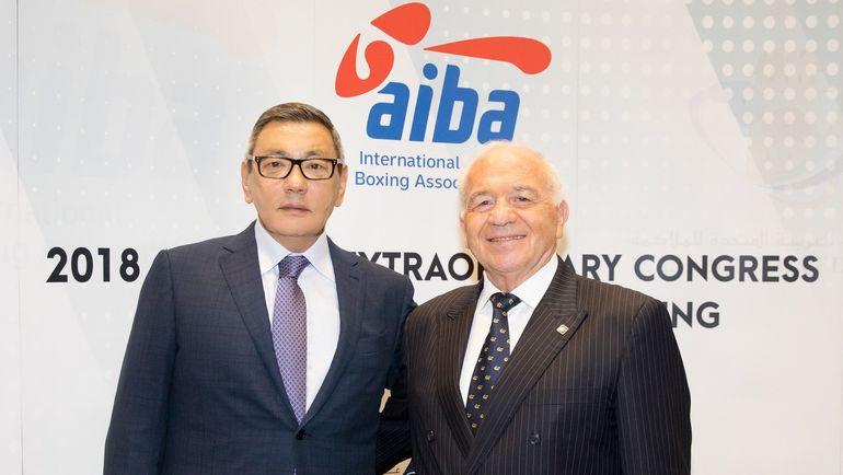 Гафур РАХИМОВ (слева) стал исполняющим обязанности президента AIBA.