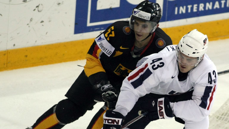 Джеймс ВИСНЕВСКИ (справа). Фото AFP