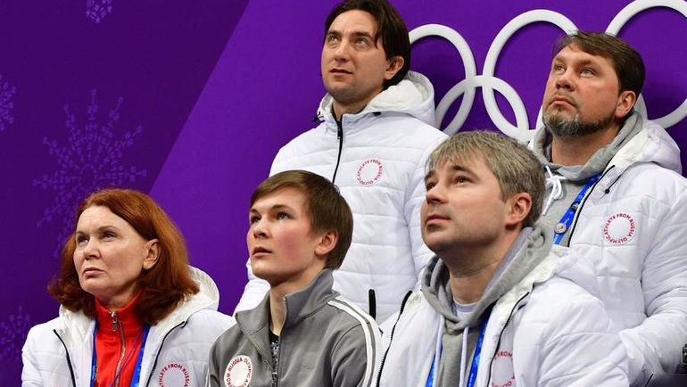 Сегодня. Пхенчхан. Михаил КОЛЯДА (в центре в нижнем ряду). Фото AFP
