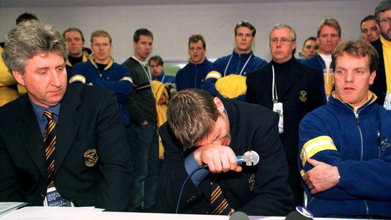 Слезы Ульфа САМУЭЛЬССОНА на пресс-конференции после его дисквалификации. Фото REUTERS