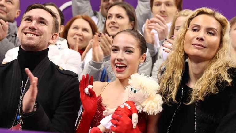 Алина ЗАГИТОВА (в центре). Фото REUTERS