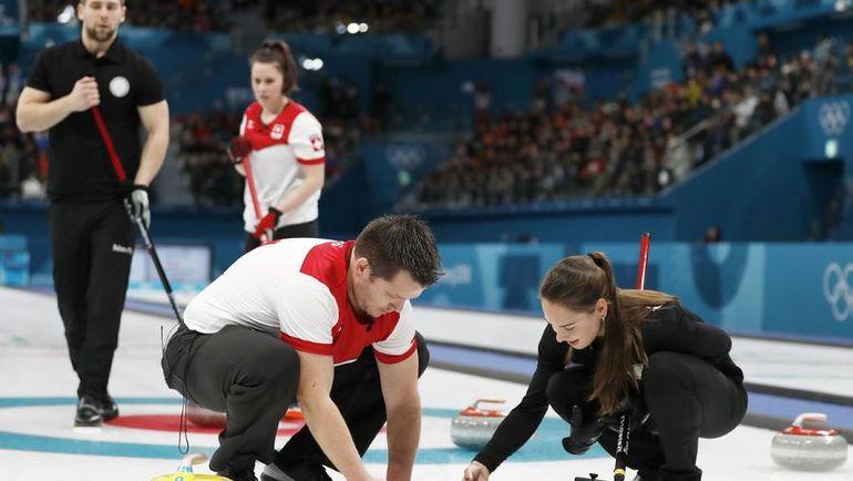 Анастасия БРЫЗГАЛОВА и Александр КРУШЕЛЬНИЦКИЙ (в черном) не смогли пройти в финал, но запомнились российским болельщикам. Фото REUTERS