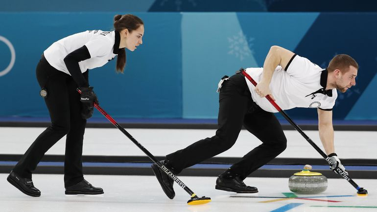 Анастасия БРЫЗГАЛОВА и Александр КРУШЕЛЬНИЦКИЙ в матче с Китаем. Фото REUTERS