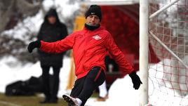 Денис Глушаков встал в ворота
