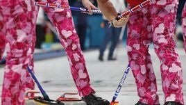 И в ох каких штанах! Керлингисты зажигают на Олимпиаде