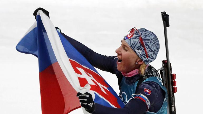 Анастасия КУЗЬМИНА со словацким флагом. Фото REUTERS