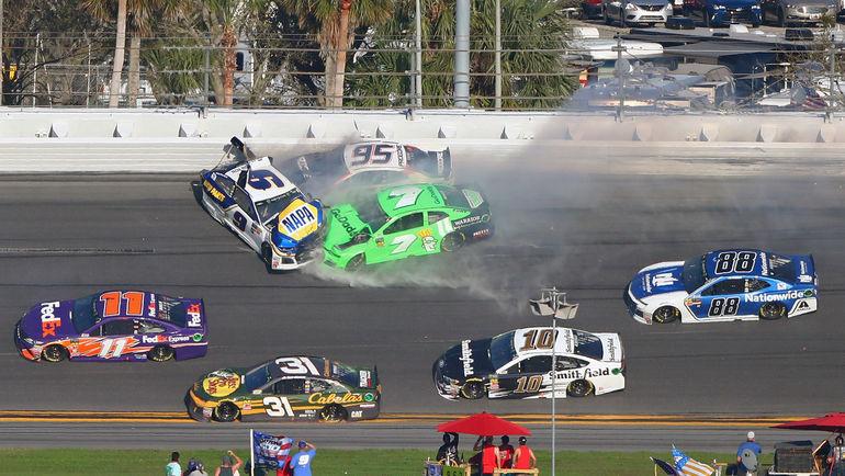 """Авария во время гонки """"Дайтона-500"""". Фото USA TODAY Sports"""
