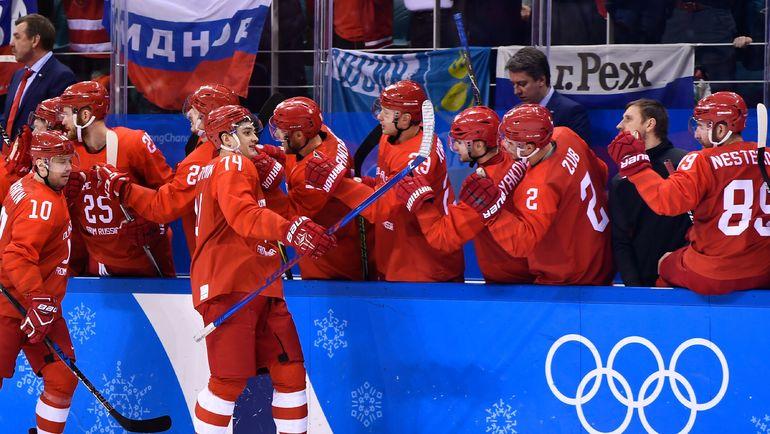 Игроки сборной России празднуют гол. Фото REUTERS