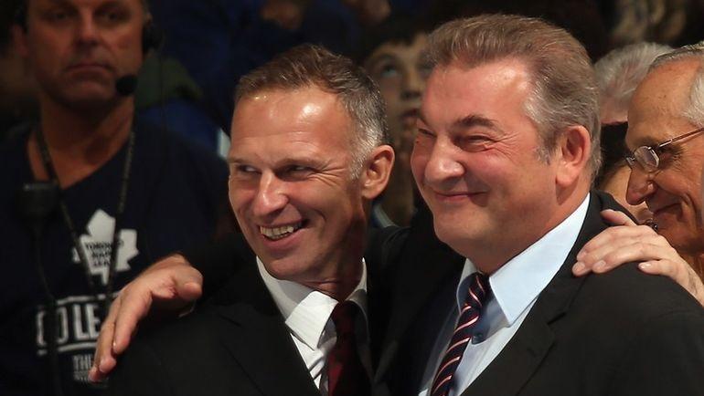 Легендарные вратари Доминик ГАШЕК и Владислав ТРЕТЬЯК. Фото AFP
