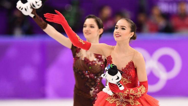 Пятница. Пхенхчан. Алина ЗАГИТОВА (справа) - первая российская чемпионка Пхенчхана. Евгения МЕДВЕДЕВА - вторая. Фото AFP
