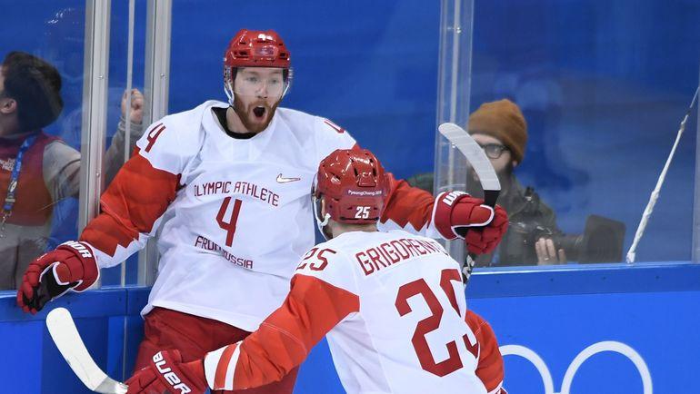 Радость хоккеистов сборной России после заброшенной шайбы. Фото REUTERS