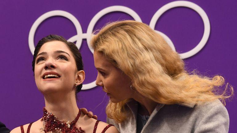 Евгения МЕДВЕДЕВА и Этери ТУТБЕРИДЗЕ. Фото AFP