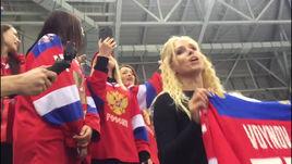 Болельщики поют гимн России после победы хоккеистов на Олимпиаде!