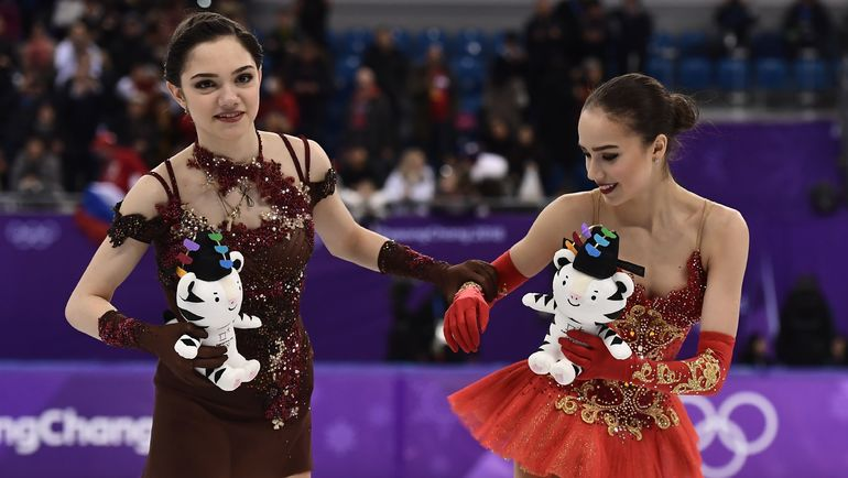 Пятница. Пхенчхан. Евгения МЕДВЕДЕВА и Алина ЗАГИТОВА. Фото AFP