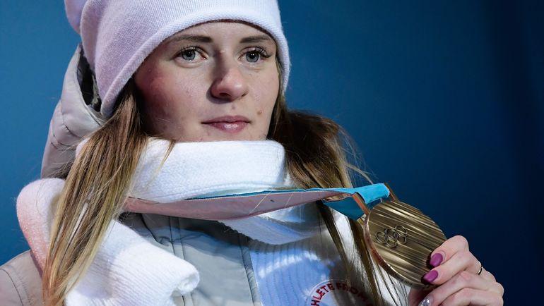 Наталья ВОРОНИНА с бронзовой медалью Олимпиады. Фото AFP
