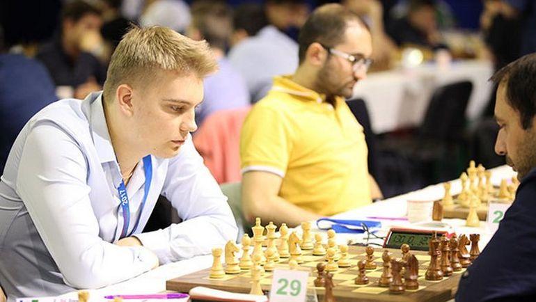 Владислав КОВАЛЕВ (слева). Фото openchess.by