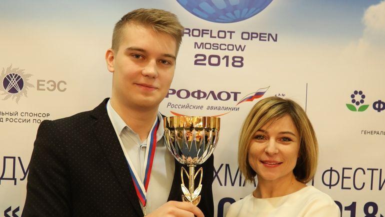 Владислав КОВАЛЕВ (в центре). Фото openchess.by