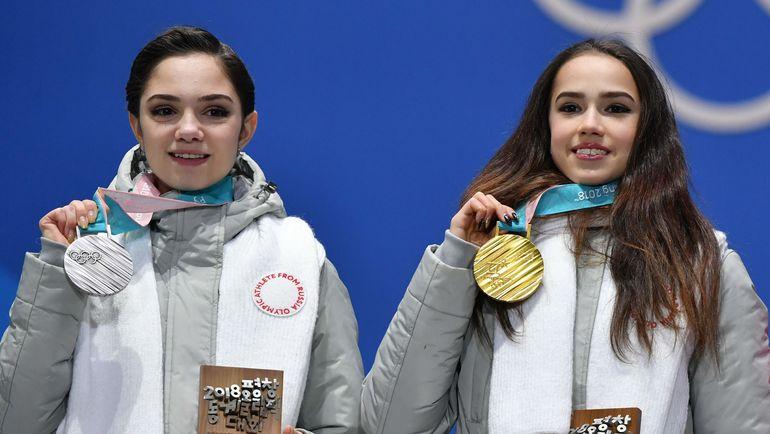 Евгения МЕДВЕДЕВА и Алина ЗАГИТОВА. Фото AFP