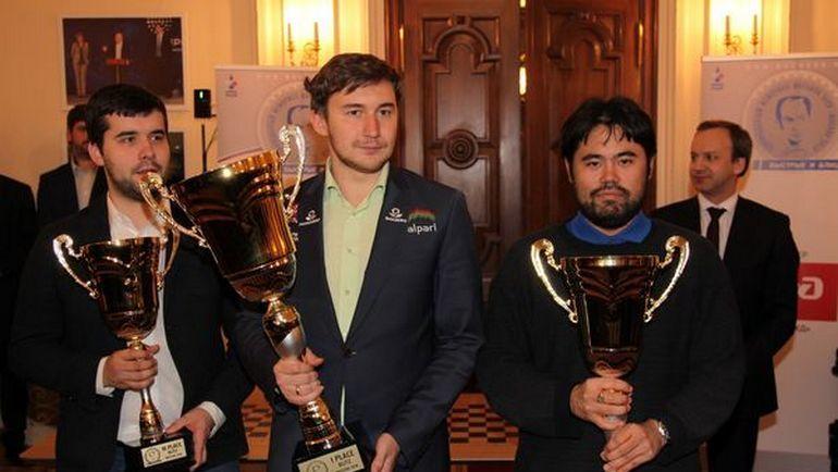 Победители Мемориала Таля с трофеями.