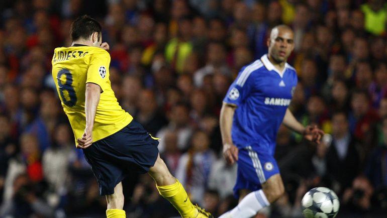 """6 мая 2009 года. Лондон. """"Челси"""" - """"Барселона"""" - 1:1. В атаке Андреас ИНЬЕСТА. Фото REUTERS"""