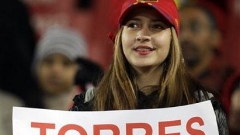 """Форвард """"Атлетико"""" и сборной Испании Фернандо Торрес почти на каждом матче мог увидеть такие плакаты. Фото whicdn.com"""