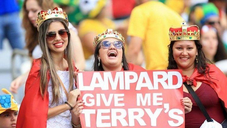 Фанатки сборной Англии обратились к Фрэнку Лэмпарду с просьбой достать телефон Джона Терри. Фото eurosport.com