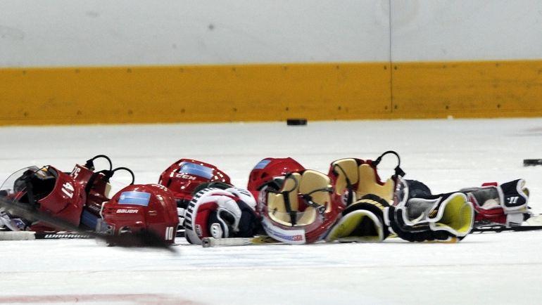 """Порой граница между мужским и женским хоккеем стирается. Фото """"СЭ"""""""