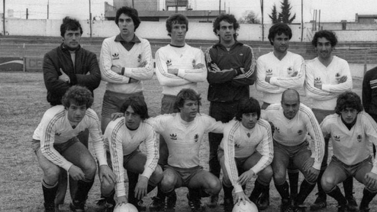 Оскар ТАБАРЕС (крайний слева в верхнем ряду).