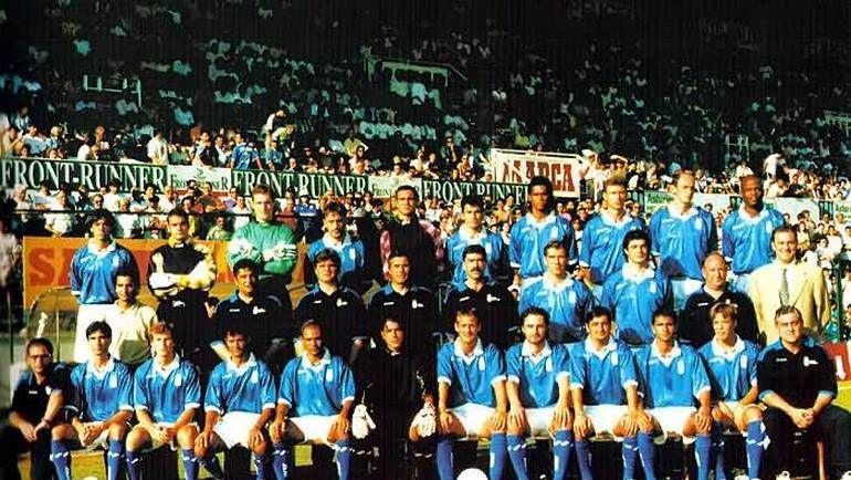 """Оскар ТАБАРЕС (в центре) и Виктор ОНОПКО (второй справа в верхнем ряду) на командной фотографии """"Овьедо""""."""