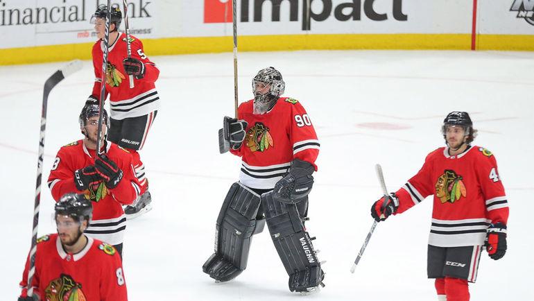 """36-летний бухгалтер вышел на лед, когда сломались два вратаря """"Чикаго"""". Чудо-история дебюта в НХЛ"""