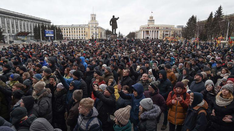 27 марта. Кемерово. Митинг у здания администрации. Фото AFP