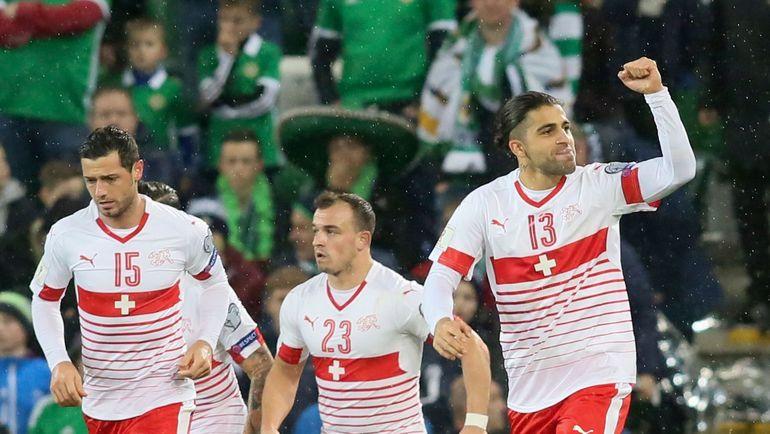 Лидеры сборной Швейцарии Блерим ДЖЕМАИЛИ, Джердан ШАЧИРИ и Рикардо РОДРИГЕС (слева направо). Фото AFP