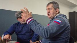 Отца Хабиба не пускают в США из-за российского флага