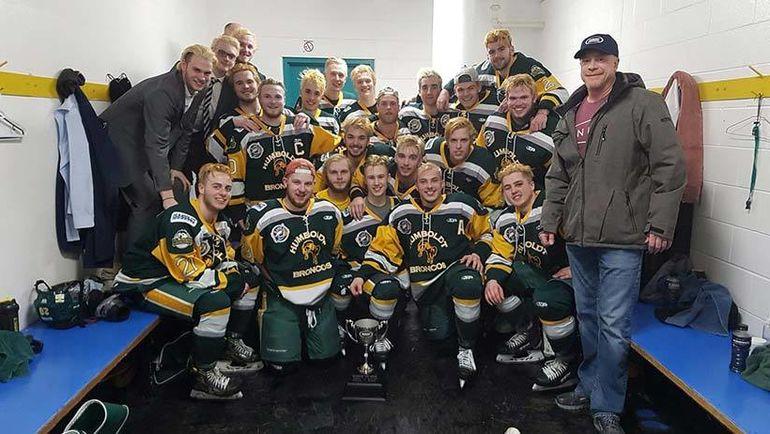 ВДТП сюниорской хоккейной командой вКанаде погибли 14 человек