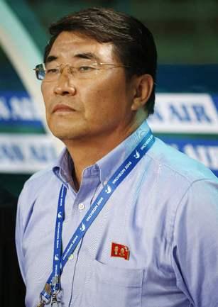 Главный тренер сборной КНДР Юн Чен СУ. Фото REUTERS
