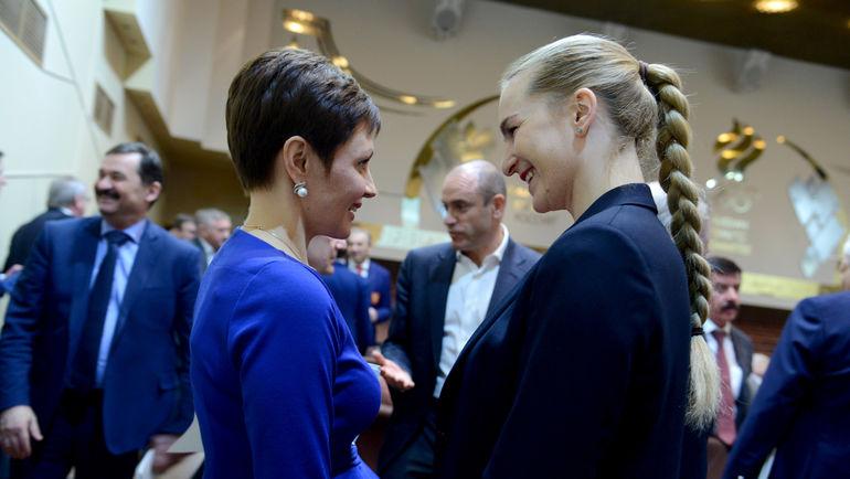 Олимпийские чемпионки Софья ВЕЛИКАЯ (справа) и Ольга БРУСНИКИНА. Фото Наталия ПАХАЛЕНКО