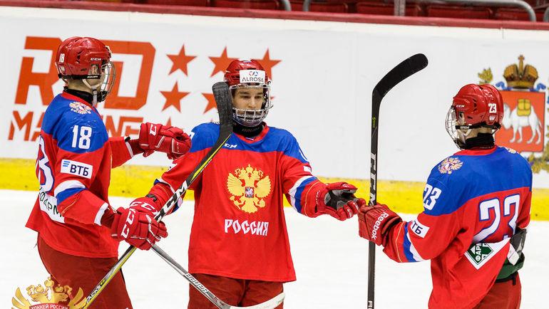 ЮЧМ-2018: сборная РФ забросила Франции 4 шайбы впервом периоде
