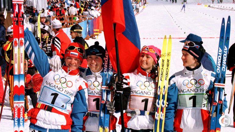 1998. Олимпийские чемпионки Нагано-98 в эстафете: Лариса ЛАЗУТИНА, Елена ВЯЛЬБЕ, Ольга ДАНИЛОВА, Нина ГАВРИЛЮК.