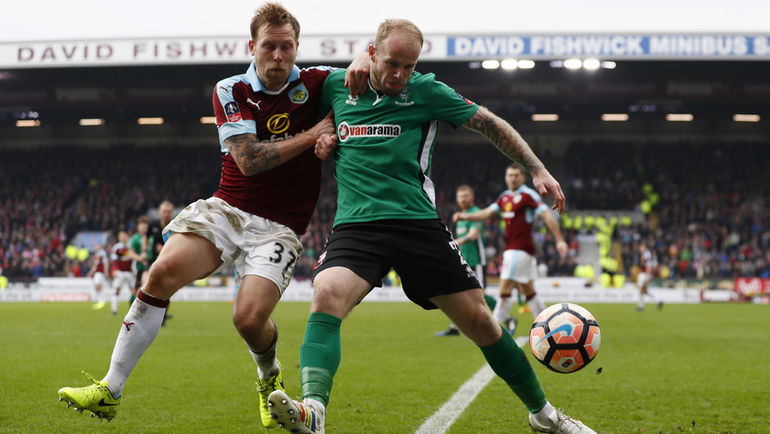 Английский футболист дисквалифицирован на шесть лет. За что?