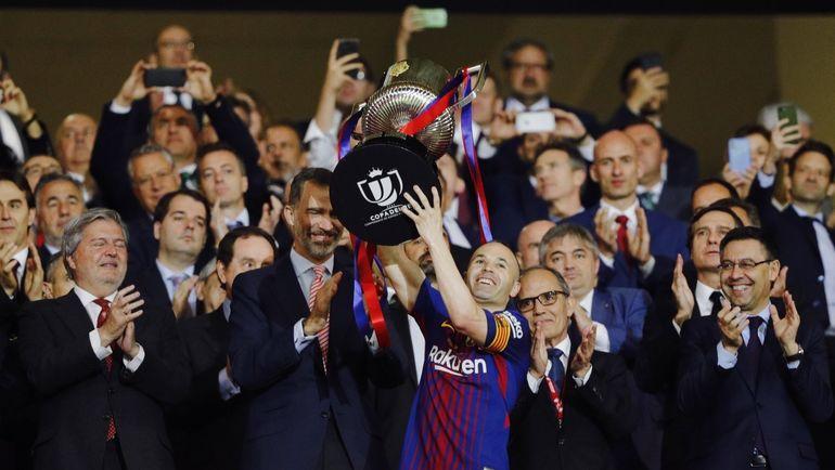 """Суббота. Мадрид. """"Севилья"""" - """"Барселона"""" - 0:5. Андрес ИНЬЕСТА с Кубком Испании. Фото Пресс-служба """"Барселоны"""""""