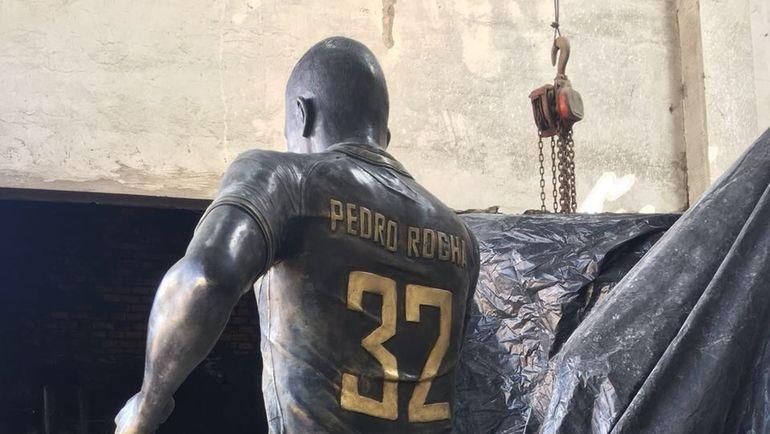 Статуя Педро РОШИ. Фото Globo Esporte