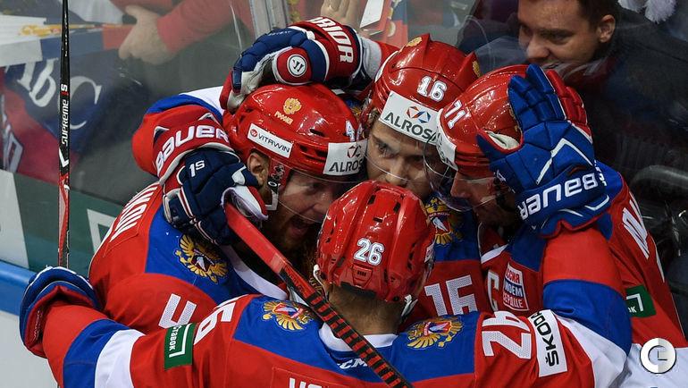 Владислав ГАВРИКОВ (слева) вошел в состав сборной, которая осталась без Вячеслава ВОЙНОВА, Сергея ПЛОТНИКОВА и Ильи КОВАЛЬЧУКА (слева направо).