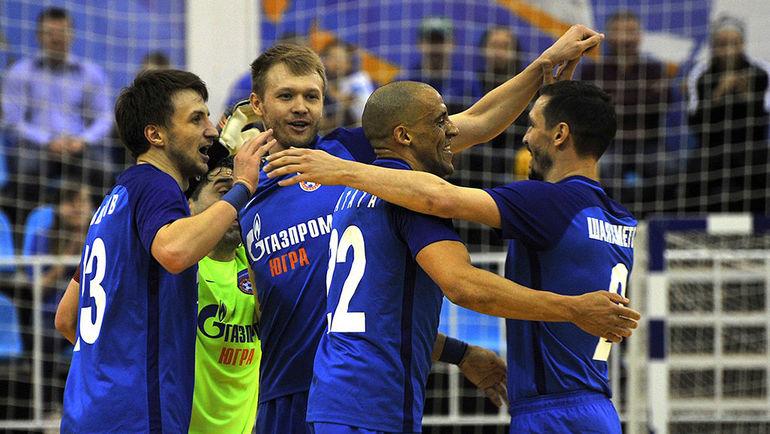 Воскресенье. Югра. «Газпром-Югра» - «Сибиряк» - 5:2.  Хозяева празднуют победу в регулярном чемпионате.